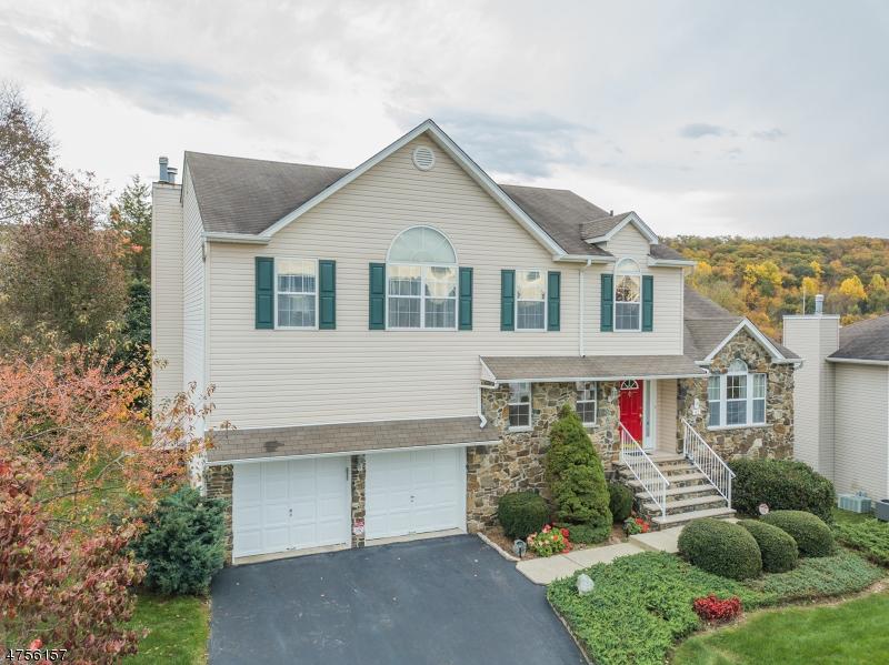 Частный односемейный дом для того Продажа на 32 Elinora Drive Wanaque, Нью-Джерси 07465 Соединенные Штаты