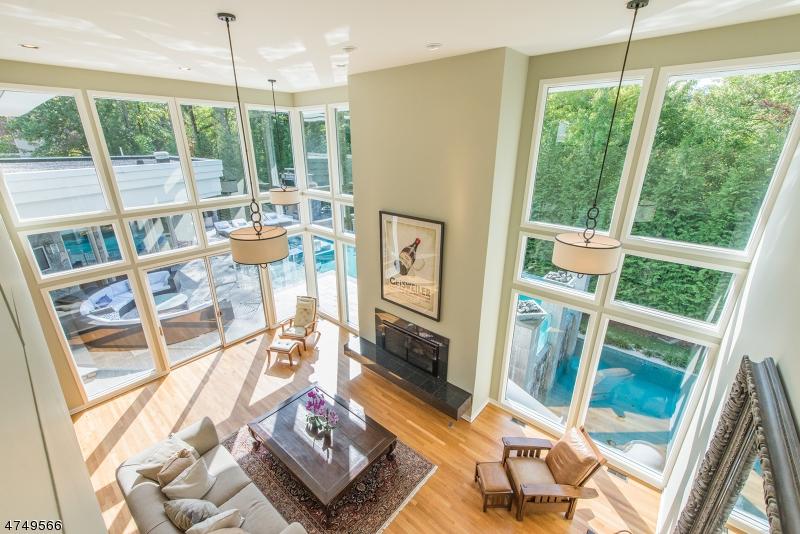 Nhà ở một gia đình vì Bán tại 110 Eileen Drive Cedar Grove, New Jersey 07009 Hoa Kỳ