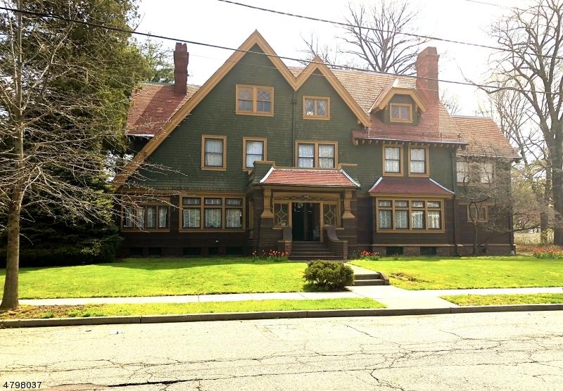 Maison unifamiliale pour l Vente à 251 DERROM Avenue Paterson, New Jersey 07504 États-Unis