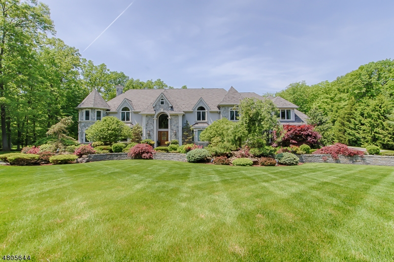 独户住宅 为 销售 在 14 Pennbrook Court Montville, 新泽西州 07005 美国
