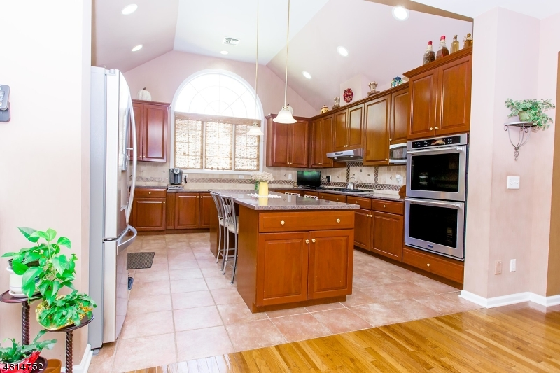 Additional photo for property listing at 20 RALPH Drive  Fairfield, Nueva Jersey 07004 Estados Unidos