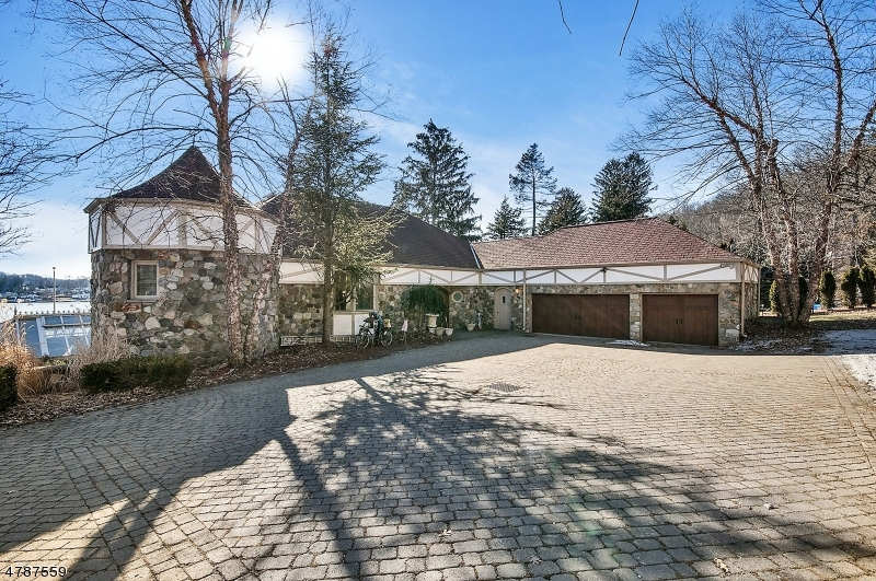 Single Family Home for Sale at 323 Lakeside Blvd 323 Lakeside Blvd Hopatcong, New Jersey 07843 United States