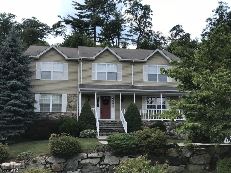 独户住宅 为 销售 在 83 Continental Road 西米尔福德, 新泽西州 07480 美国