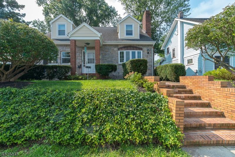Maison unifamiliale pour l Vente à 329 HAZEL Avenue Garwood, New Jersey 07027 États-Unis