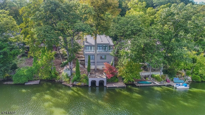 Single Family Home for Sale at 156 Pine Tree Road Bloomingdale, New Jersey 07403 United States