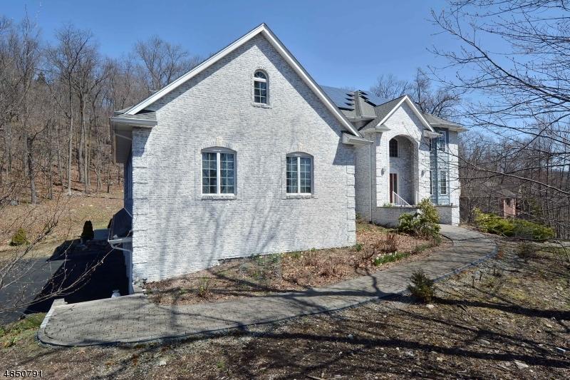 独户住宅 为 销售 在 68 CRESCENT Drive 令伍特, 新泽西州 07456 美国