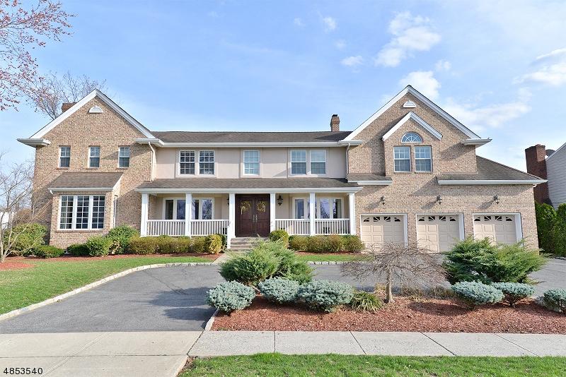 Enfamiljshus för Försäljning vid 22 GLENDALE Lane Fairfield, New Jersey 07004 Förenta staterna