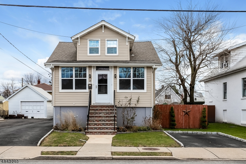 Single Family Home for Sale at 18 Berger St Hm 18 Berger St Hm Moonachie, New Jersey 07074 United States