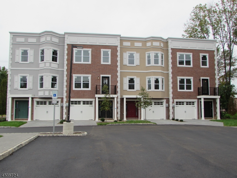 Condo / Townhouse pour l Vente à 4 Stonybrook Circle Fairfield, New Jersey 07082 États-Unis