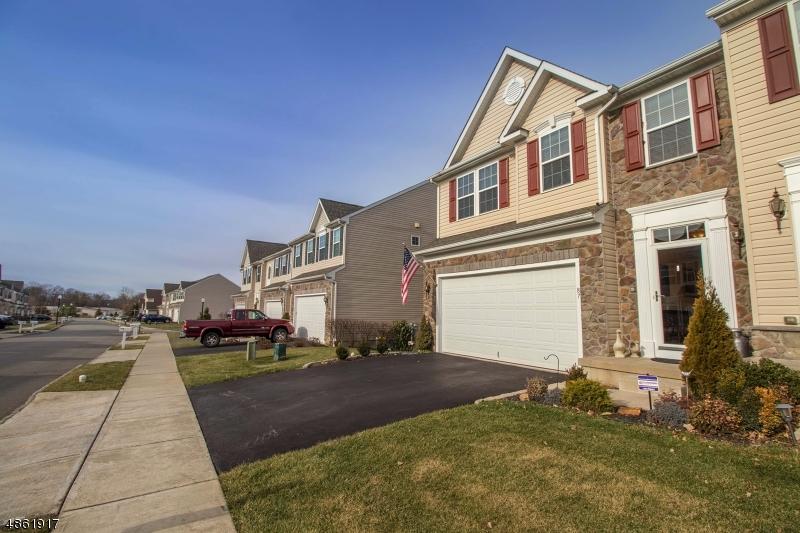 Condo / Radhus för Försäljning vid 87 WASHINGTON SQUARE Circle Washington, New Jersey 07882 Förenta staterna