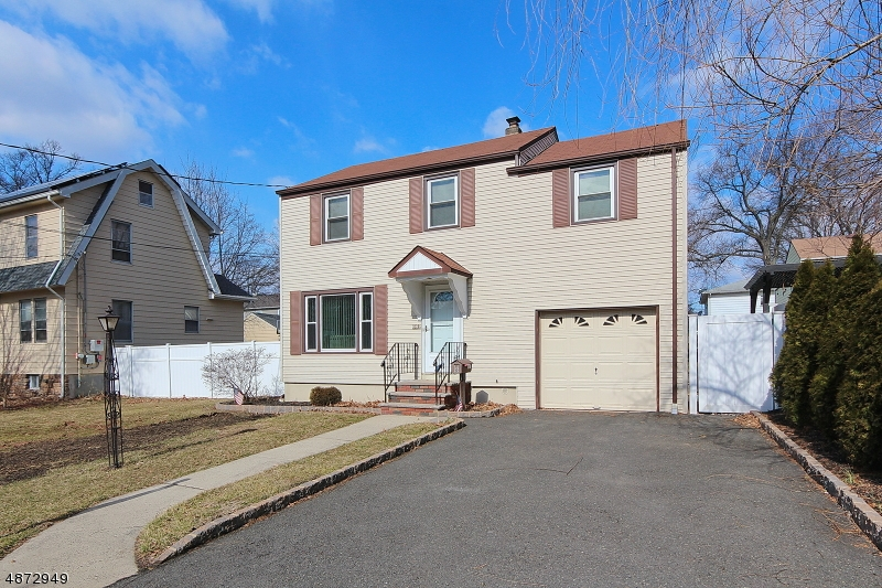 Single Family Home for Sale at 682 RICHFIELD AVE 682 RICHFIELD AVE Kenilworth, New Jersey 07033 United States