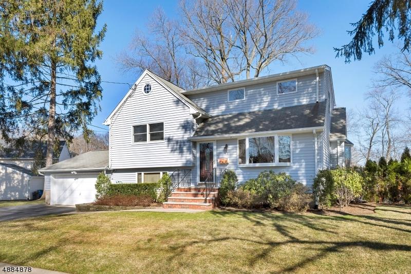 Частный односемейный дом для того Продажа на 68 LILYAN Street Waldwick, Нью-Джерси 07463 Соединенные Штаты