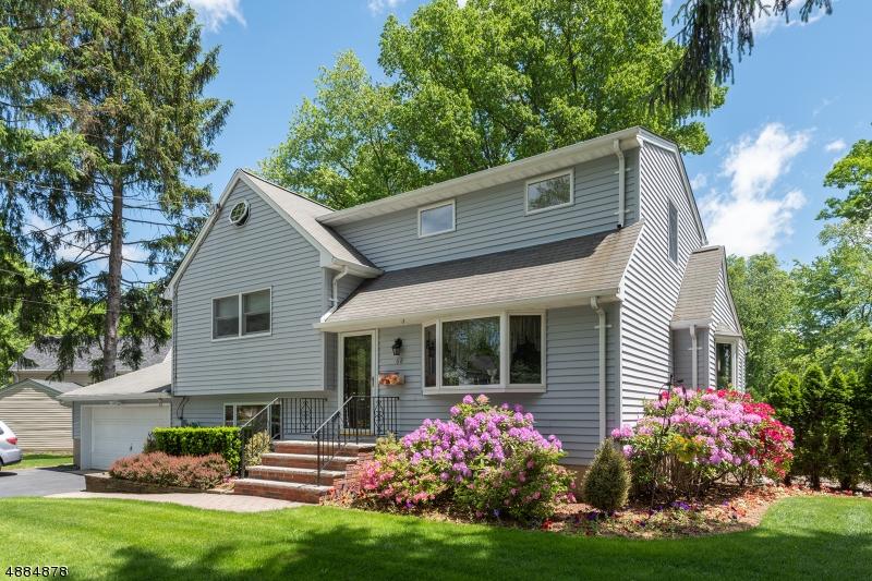 single family homes для того Продажа на Waldwick, Нью-Джерси 07463 Соединенные Штаты