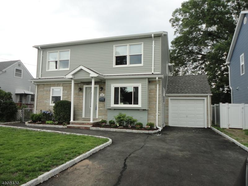 Single Family Homes pour l Vente à Saddle Brook, New Jersey 07663 États-Unis