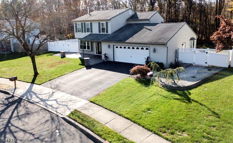 Single Family Homes للـ Sale في 44 YELLOWSTONE Lane Howell, New Jersey 07731 United States