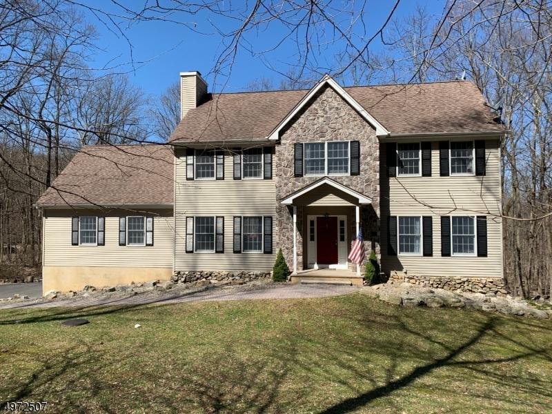 Single Family Homes por un Venta en 2 MOUNTAIN BROOK Lane Lebanon, Nueva Jersey 08826 Estados Unidos