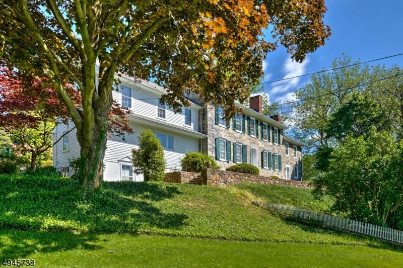 Single Family Homes pour l Vente à Franklin, New Jersey 08802 États-Unis