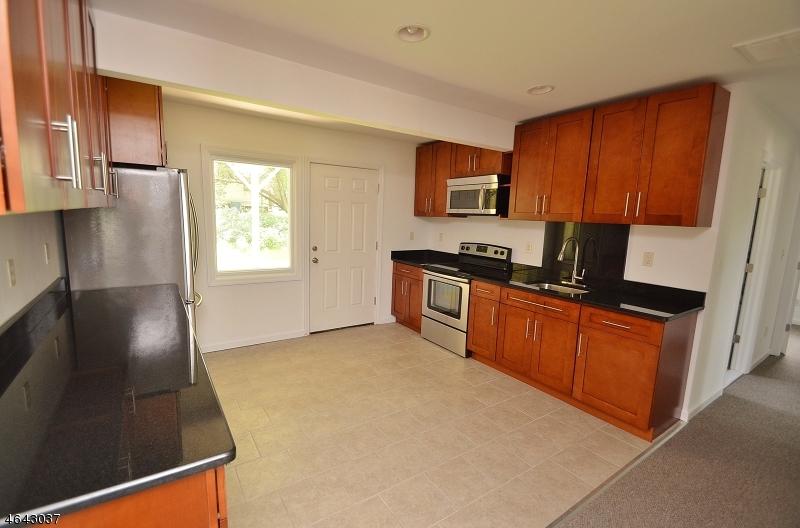 独户住宅 为 出租 在 142 Mount Arlington Blvd Landing, 新泽西州 07850 美国