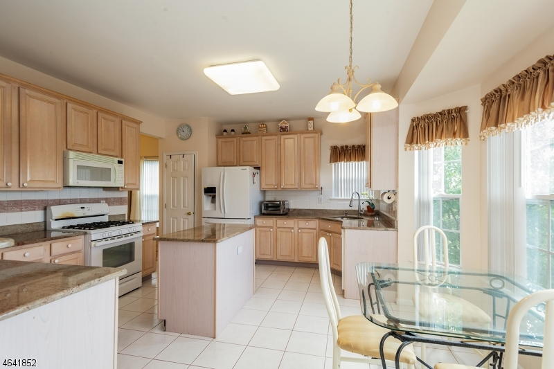 Additional photo for property listing at 1045 Shadowlawn Drive  Dunellen, Nueva Jersey 08812 Estados Unidos