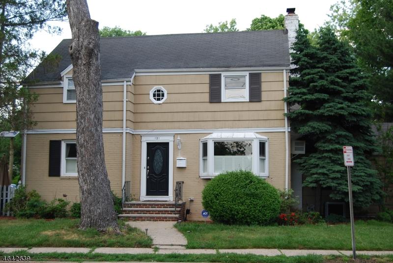 Частный односемейный дом для того Продажа на 121 Chadwick Road Teaneck, Нью-Джерси 07666 Соединенные Штаты