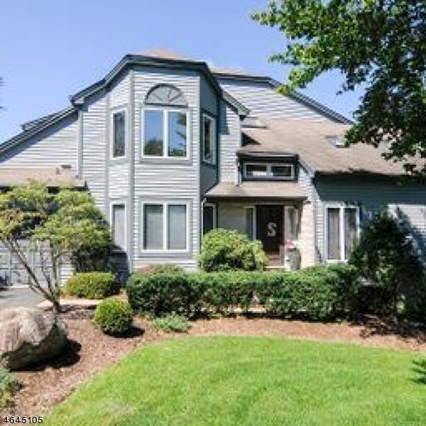 Maison unifamiliale pour l Vente à 5 Fair Ridge Court Wayne, New Jersey 07470 États-Unis