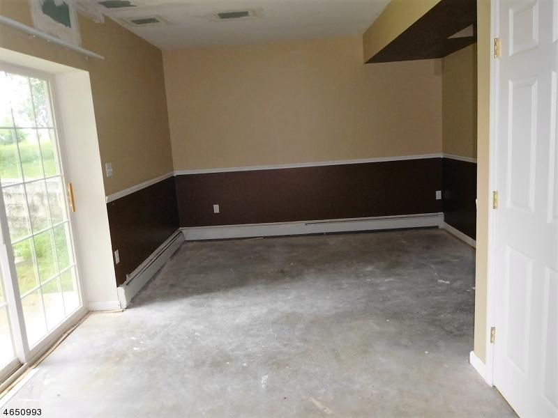 Additional photo for property listing at 10 Fox Ledge Drive  Glenwood, Нью-Джерси 07418 Соединенные Штаты