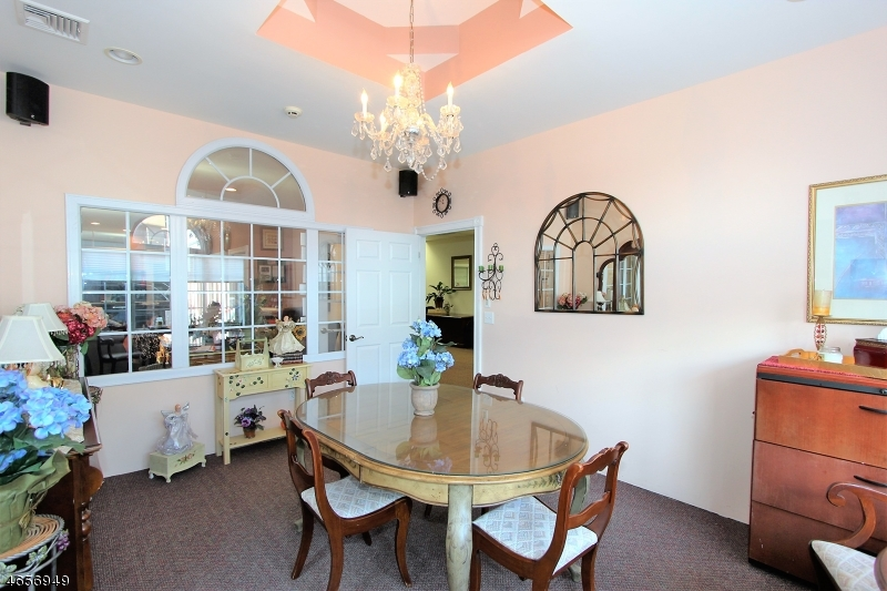 Additional photo for property listing at 527 Franklin Avenue  Nutley, Нью-Джерси 07110 Соединенные Штаты