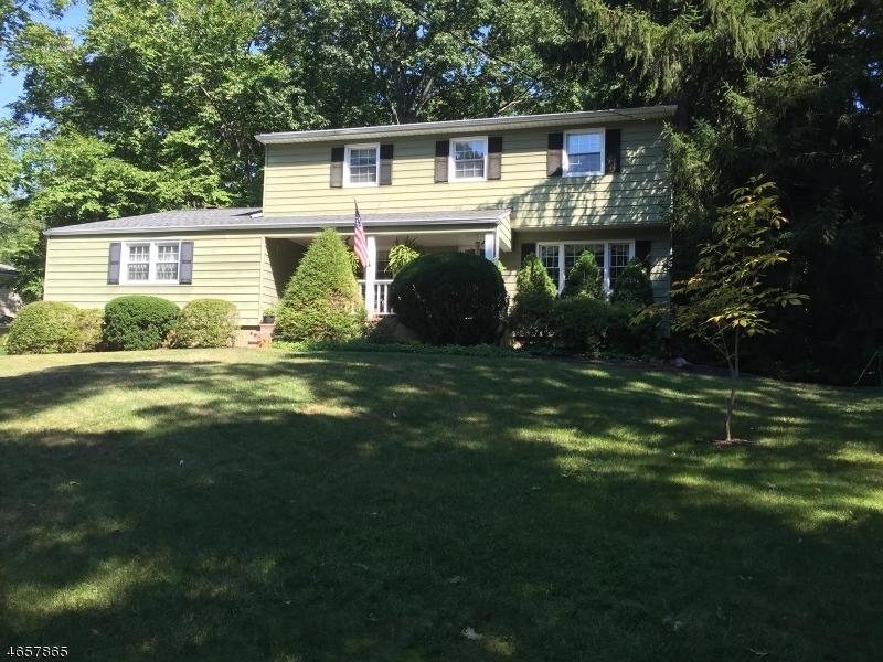 Maison unifamiliale pour l Vente à 64 Balmoral Drive Berkeley Heights, New Jersey 07922 États-Unis