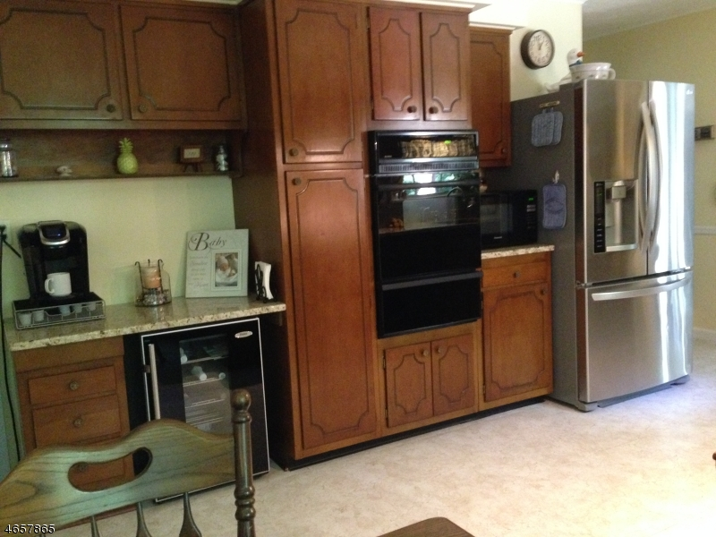 Additional photo for property listing at 64 Balmoral Drive  Berkeley Heights, New Jersey 07922 États-Unis
