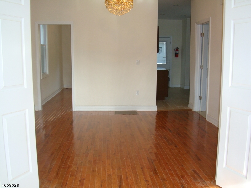 Additional photo for property listing at 214 Bartholdi Avenue  Jersey City, New Jersey 07305 États-Unis
