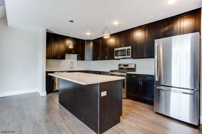 Частный односемейный дом для того Аренда на 59 Willet Street Bloomfield, 07003 Соединенные Штаты