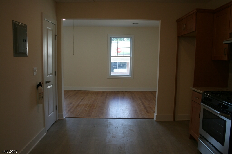 Additional photo for property listing at 106 SOUTH AVE- 2nd Floor  Fanwood, Nueva Jersey 07023 Estados Unidos