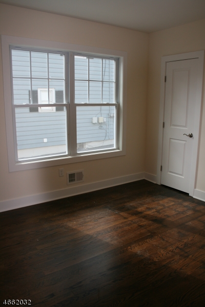 Additional photo for property listing at 106 SOUTH AVE- 2nd Floor  Fanwood, New Jersey 07023 United States