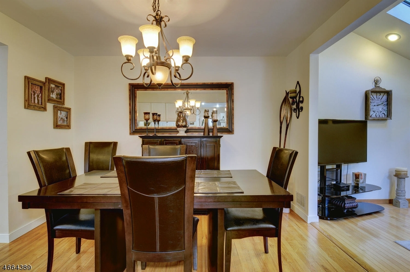Additional photo for property listing at 46 Glenview Road  Nutley, New Jersey 07110 États-Unis