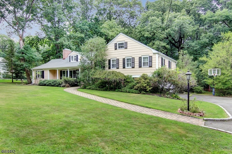 Single Family Home for Sale at 32 Windsor Place Essex Fells, New Jersey 07021 United States