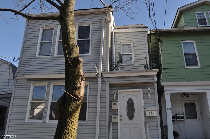Частный односемейный дом для того Аренда на 374 Myrtle Avenue Irvington, Нью-Джерси 07111 Соединенные Штаты