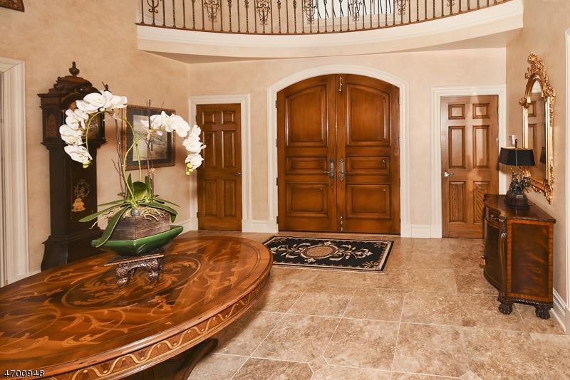 Частный односемейный дом для того Продажа на 443 Hartung Drive Wyckoff, Нью-Джерси 07481 Соединенные Штаты