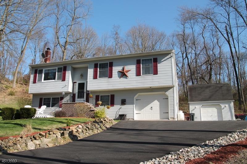 Maison unifamiliale pour l Vente à 18 STAATS Road Bloomsbury, New Jersey 08804 États-Unis