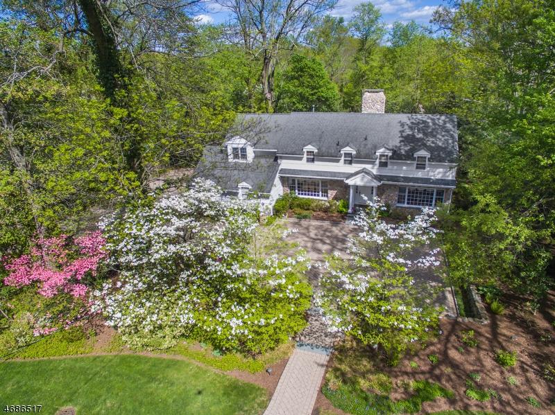 Частный односемейный дом для того Продажа на 508 Hartung Drive Wyckoff, Нью-Джерси 07481 Соединенные Штаты
