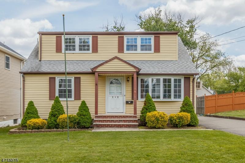 Maison unifamiliale pour l Vente à 310 Remsen Avenue Avenel, New Jersey 07001 États-Unis
