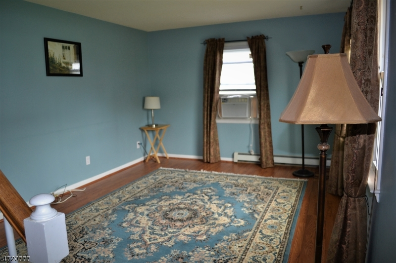 Additional photo for property listing at 743 Woodland Avenue 743 Woodland Avenue Kenilworth, New Jersey 07033 Vereinigte Staaten