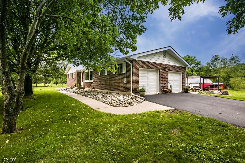 Nhà ở một gia đình vì Bán tại 46 Rainbow Hill Road East Amwell Township, New Jersey 08822 Hoa Kỳ