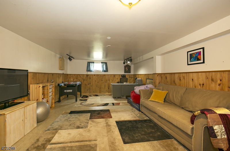 Additional photo for property listing at 46 Rainbow Hill Road  East Amwell Township, New Jersey 08822 Hoa Kỳ
