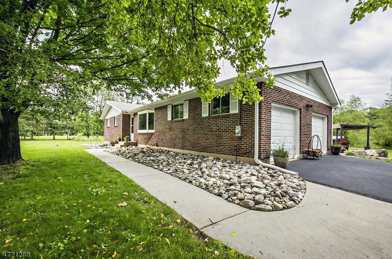 Частный односемейный дом для того Продажа на 46 Rainbow Hill Road East Amwell, 08822 Соединенные Штаты