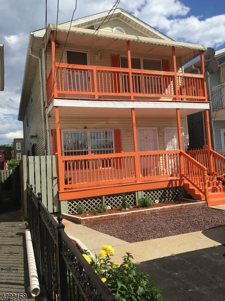Частный односемейный дом для того Аренда на 102-102 WOODWARD Street Jersey City, Нью-Джерси 07304 Соединенные Штаты