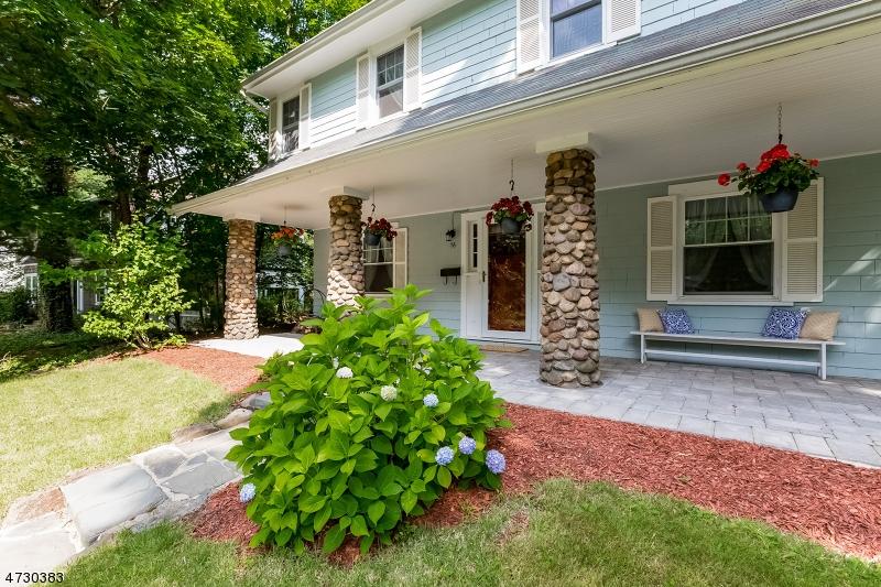 Maison unifamiliale pour l Vente à 76 Gould Place Caldwell, New Jersey 07006 États-Unis