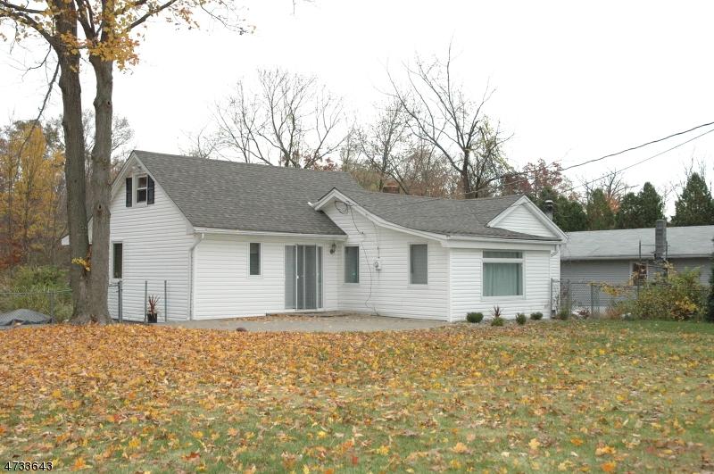 Casa Unifamiliar por un Alquiler en 22 Woodland Drive West Milford, Nueva Jersey 07421 Estados Unidos
