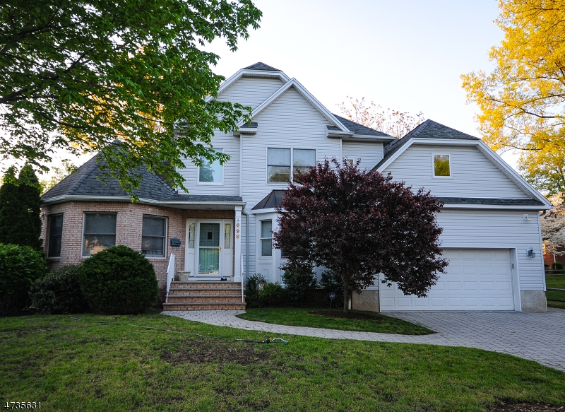Частный односемейный дом для того Продажа на 698 Gerald Street Paramus, Нью-Джерси 07652 Соединенные Штаты