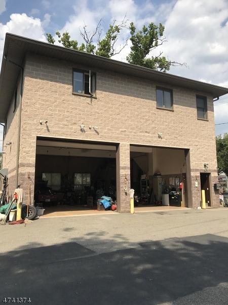 Maison avec plusieurs logements pour l Vente à 347-349 MAIN Street Little Falls, New Jersey 07424 États-Unis