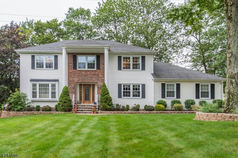Casa Unifamiliar por un Alquiler en 11 Prince Henry Drive Randolph, Nueva Jersey 07869 Estados Unidos